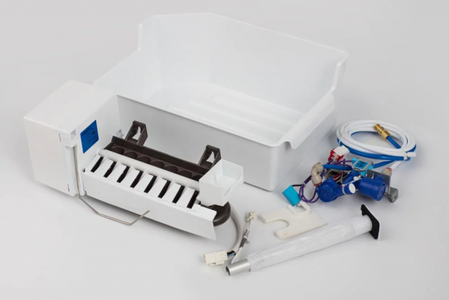 Hisense Top Freezer Refrigerator Ice Maker
